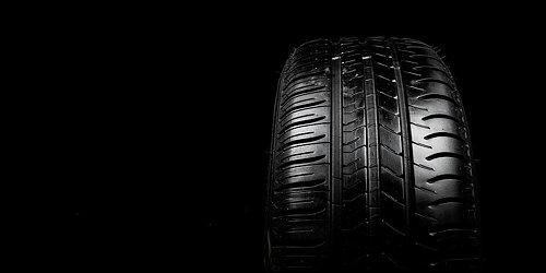 DÄCK Kompletta hjul till din bil. Kontakta oss för priser!