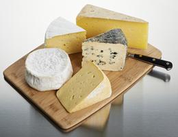 Prova en ostbricka med fem eller tre ostar.