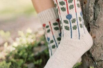 Sommarsockan är stickade i Nordic Wool och Nalle