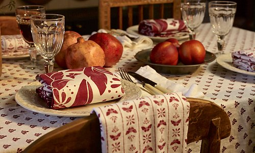 Set the table see table linen >>