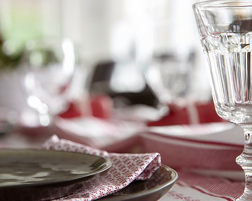 Swedish table setting Buy table linen >>