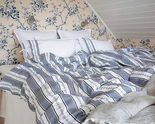 Wake up in a dream Buy bed linen >>